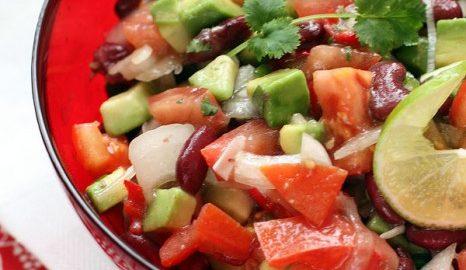 Салат с авокадо и фасолью