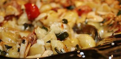 Макароны с мясом под соусом бешамель