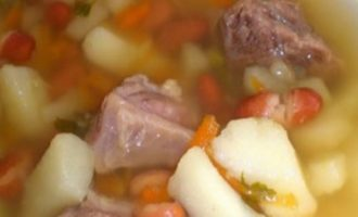 Суп с мясом, картофелем и фасолью