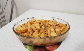 Запеченный картофель дольками в духовке